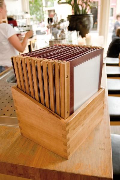 Speisekarte Holzschiene A4 bordeaux 2 Einl. 4Seite